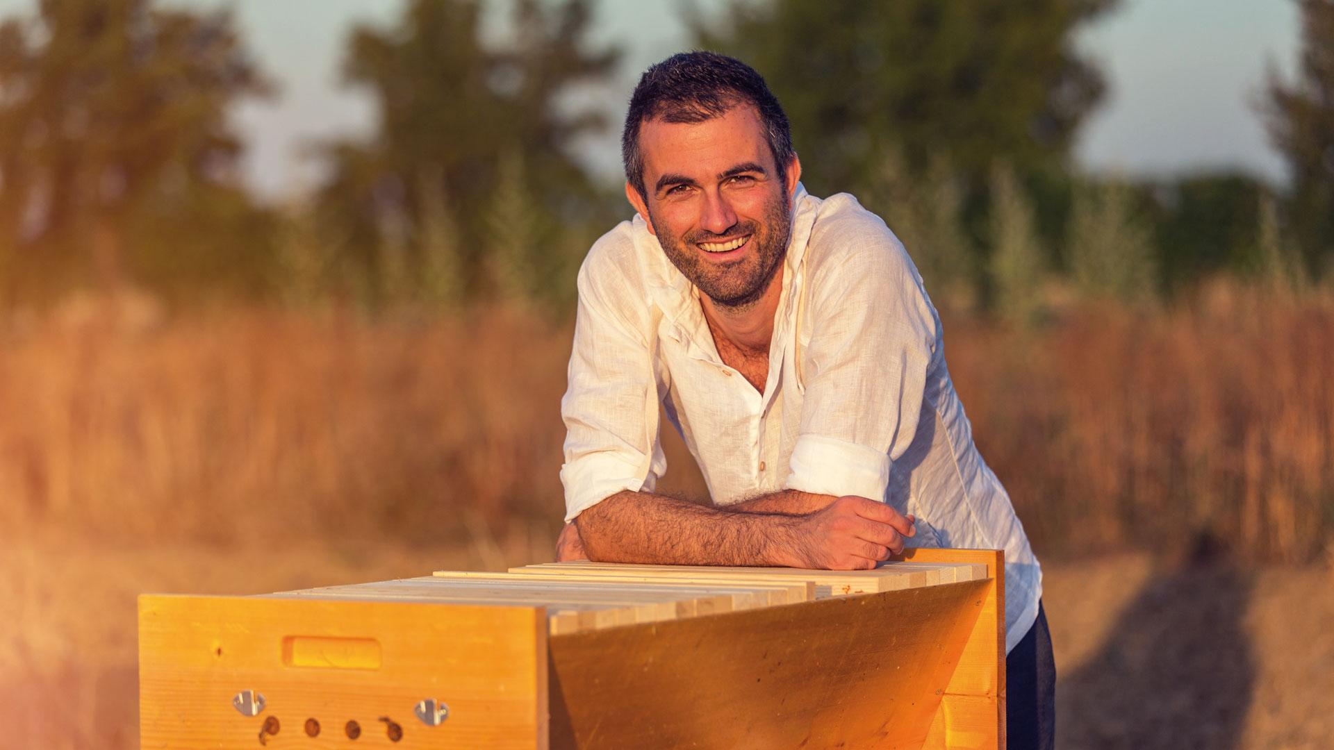 Fatevobees-03_miele-in-favo-apicoltori-pino-fattori